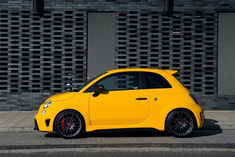 Abarth 595 1.4 T-Jet 165 Pista 70th Anniversary SPECIAL EDITION image 2