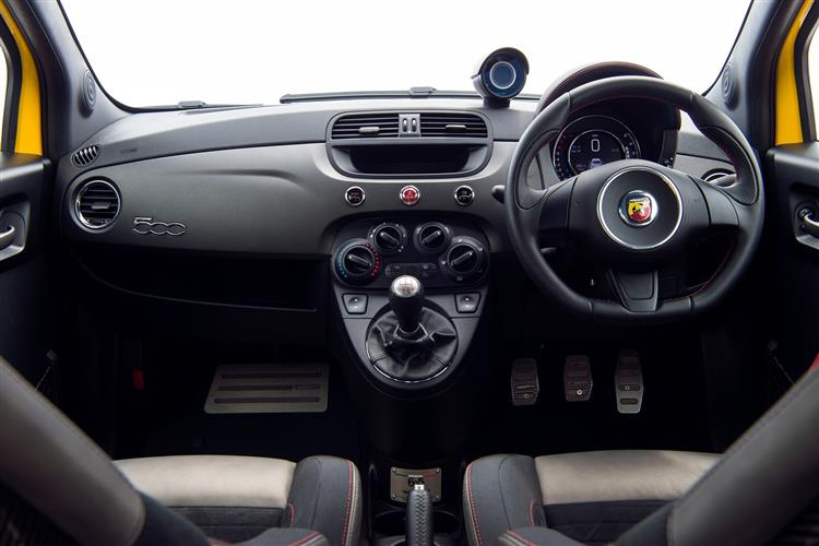 Abarth 595 1.4 T-Jet 165 Pista 70th Anniversary SPECIAL EDITION image 5