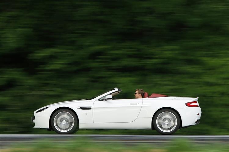 Aston Martin V12 Vantage S Roadster  image 2