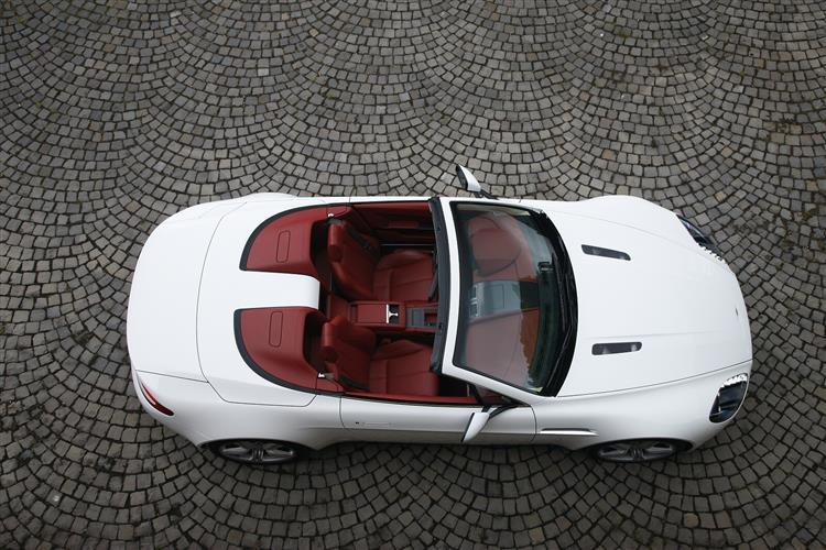 Aston Martin V12 Vantage S Roadster  image 9