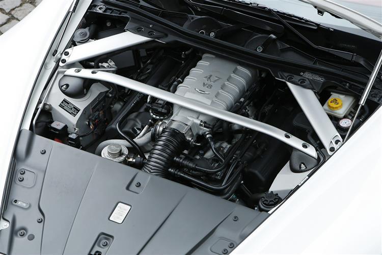 Aston Martin V12 Vantage S Roadster  image 11