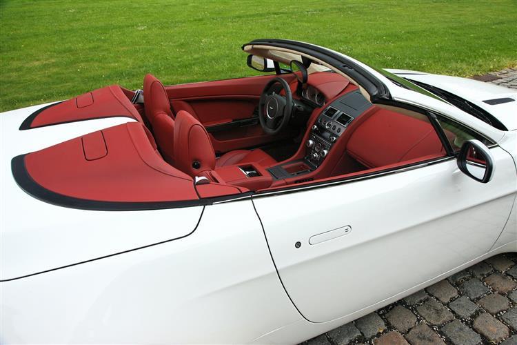 Aston Martin V12 Vantage S Roadster  image 12