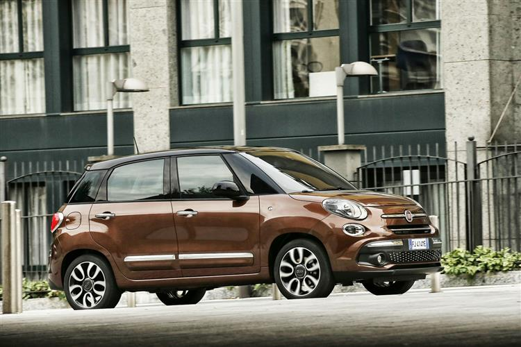 Fiat 500L 1.4 Lounge *Motorparks Offer* image 1 thumbnail