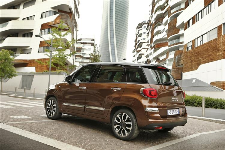 Fiat 500L 1.4 Lounge *Motorparks Offer* image 2 thumbnail