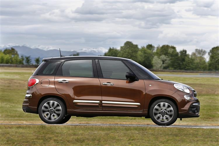 Fiat 500L 1.4 Lounge *Motorparks Offer* image 4 thumbnail