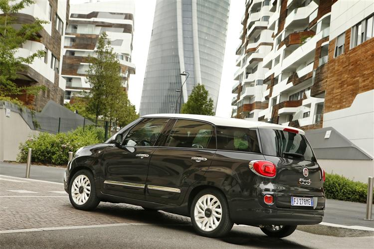 Fiat 500L 1.4 Lounge *Motorparks Offer* image 7 thumbnail