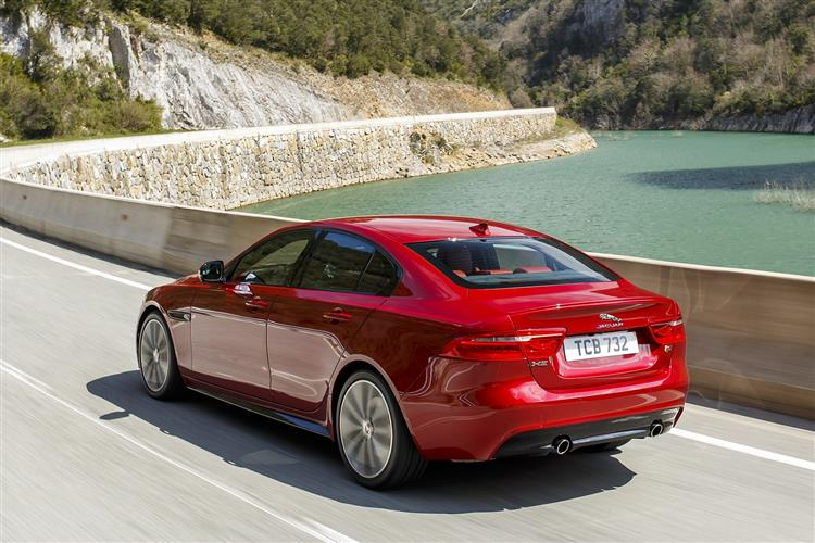 Jaguar XE Saloon 2.0d 163PS Prestige Manual image 2 thumbnail