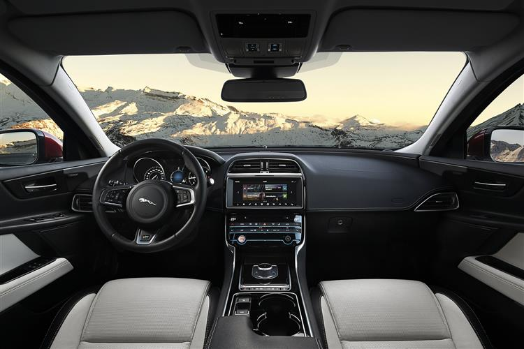 Jaguar XE Saloon 2.0d 163PS Prestige Manual image 10