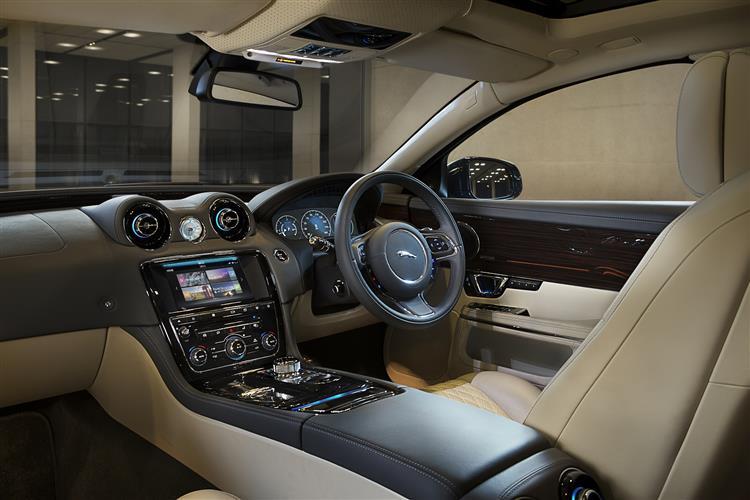 Jaguar XJ 3.0d V6 Luxury 4dr Auto SWB image 17