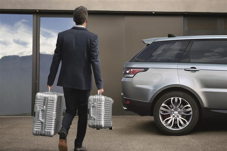 Land Rover Range Rover Sport 3.0 SDV6 HSE from £599 per month* image 4