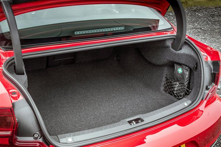 Volvo S90 T5 R Design Pro Auto image 9