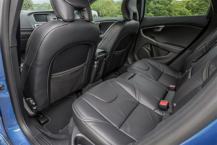Volvo V40 T2 R-Design image 14