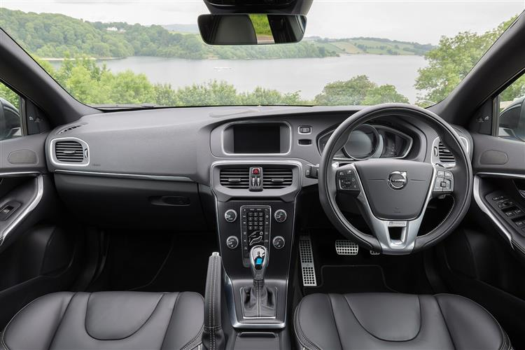 Volvo V40 T2 R-Design image 16