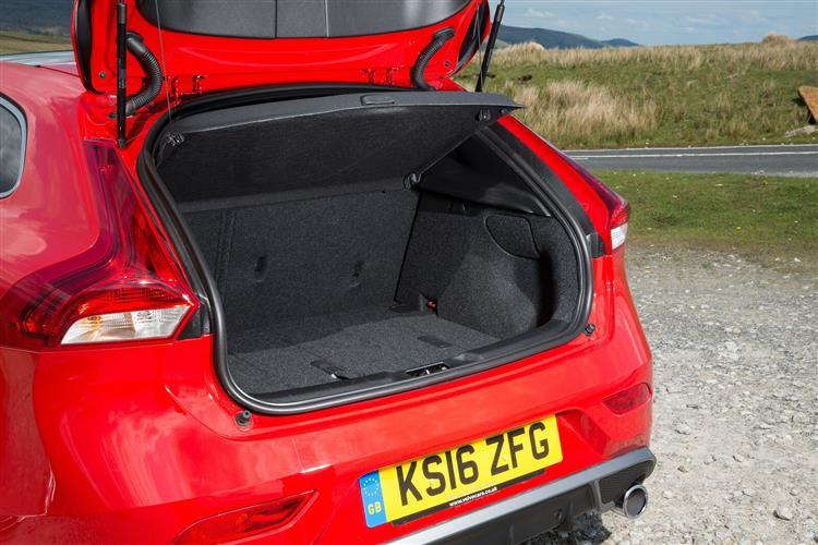 Volvo V40 T2 R-Design with low cost finance available image 6