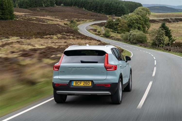 Volvo XC40 T3 Momentum Including Metallic Paint image 4