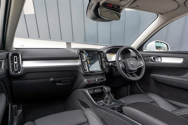 Volvo XC40 T3 Momentum Including Metallic Paint image 8