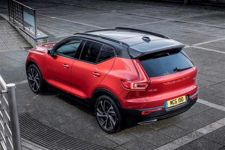 Volvo XC40 T3 Momentum Including Metallic Paint image 3