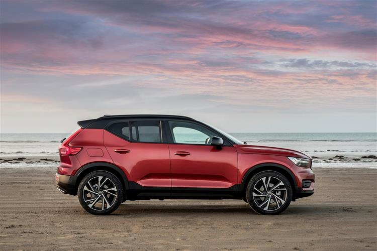 Volvo XC40 T3 Momentum Including Metallic Paint image 4