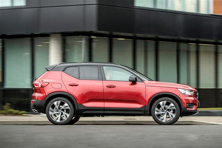Volvo XC40 T3 Momentum Including Metallic Paint image 6