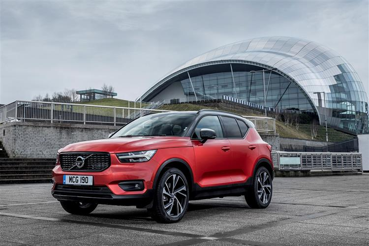 Volvo XC40 T3 Momentum Including Metallic Paint image 7