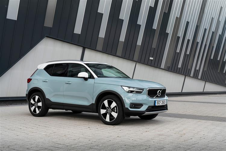 Volvo XC40 T3 Momentum Including Metallic Paint image 1 thumbnail