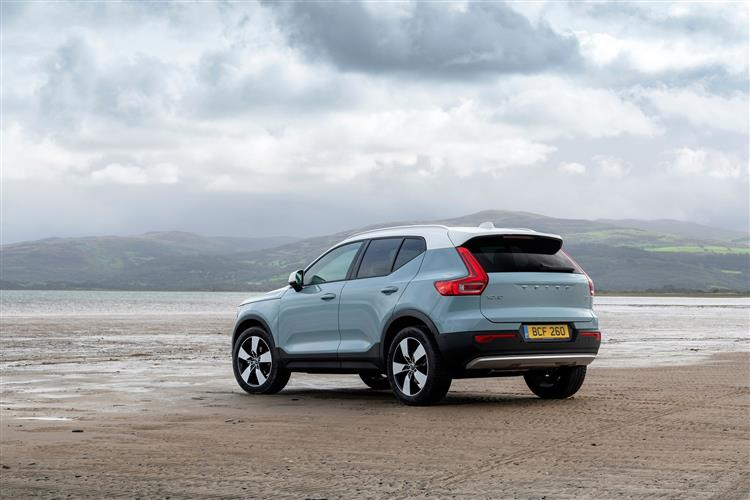 Volvo XC40 T3 Momentum Including Metallic Paint image 3 thumbnail