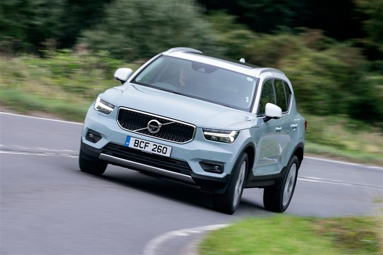Volvo XC40 T3 Momentum Including Metallic Paint image 4 thumbnail