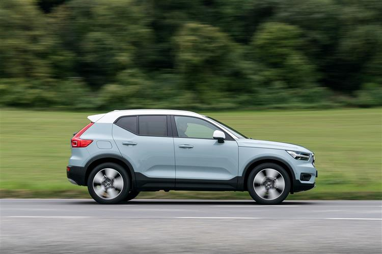 Volvo XC40 T3 Momentum Including Metallic Paint image 5 thumbnail