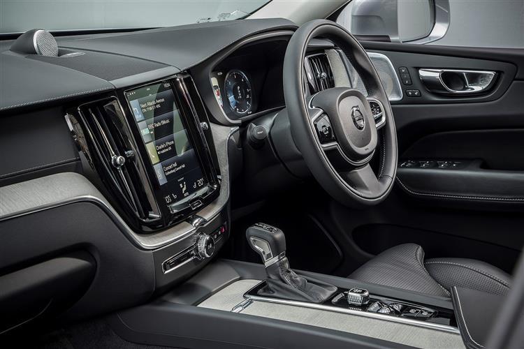 Volvo XC60 T5 AWD Momentum Automatic image 6