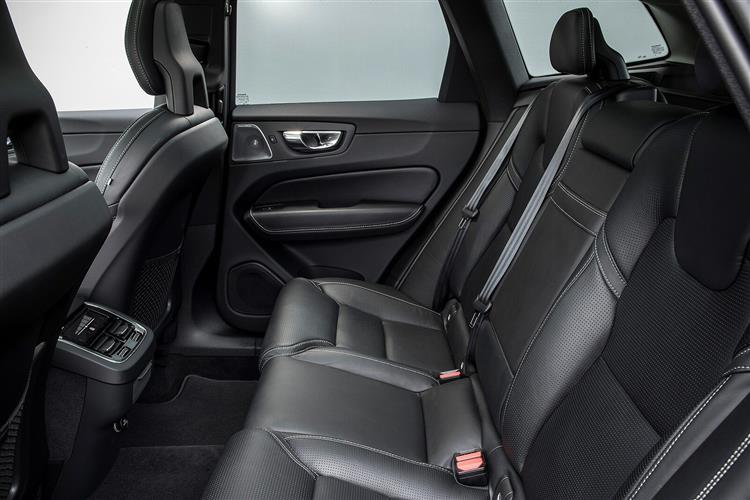 Volvo XC60 T5 AWD Momentum Automatic image 7