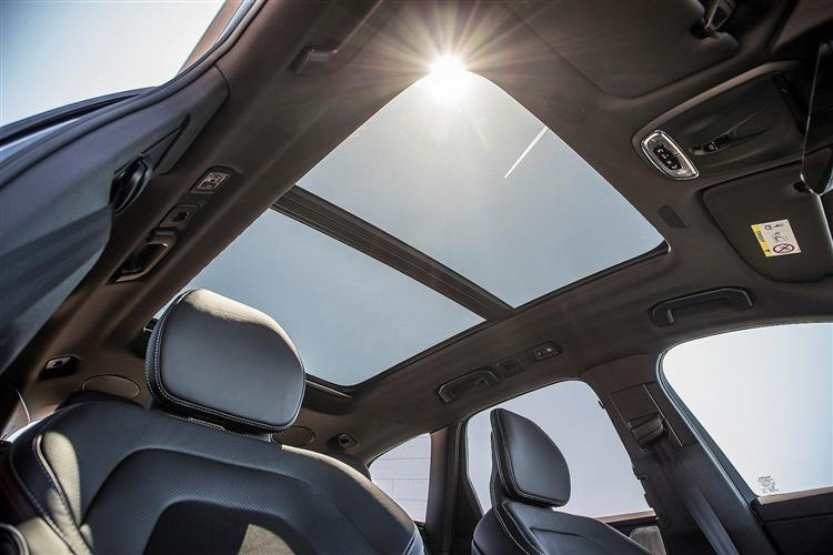Volvo XC60 T5 AWD Momentum Automatic image 9