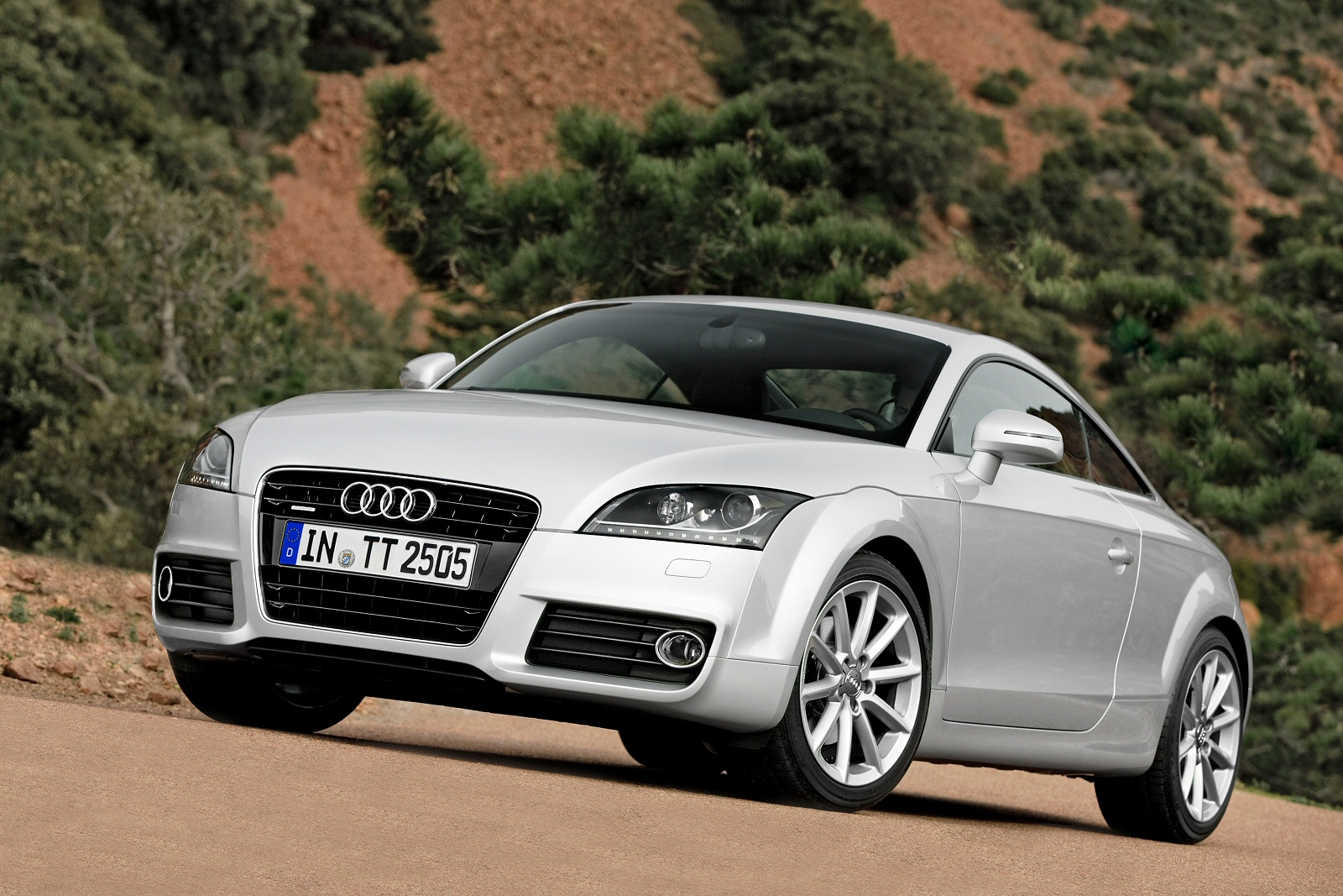 Image five of a Audi TT Coupe
