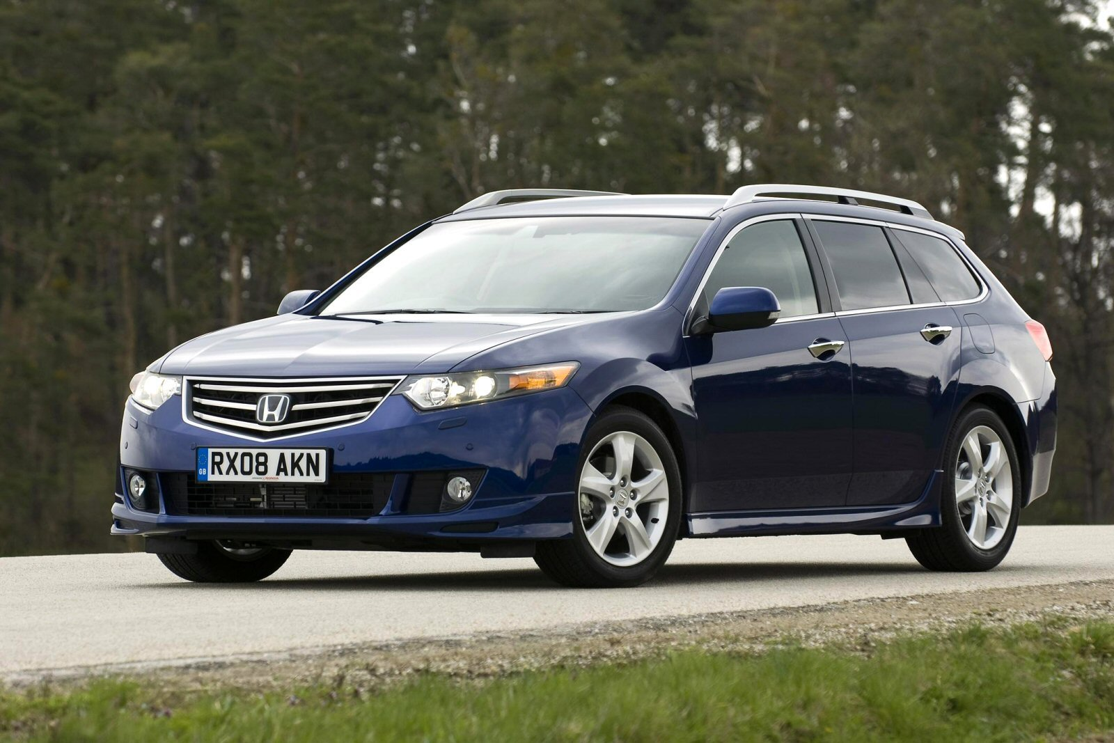 Image three of a Honda Accord Tourer range