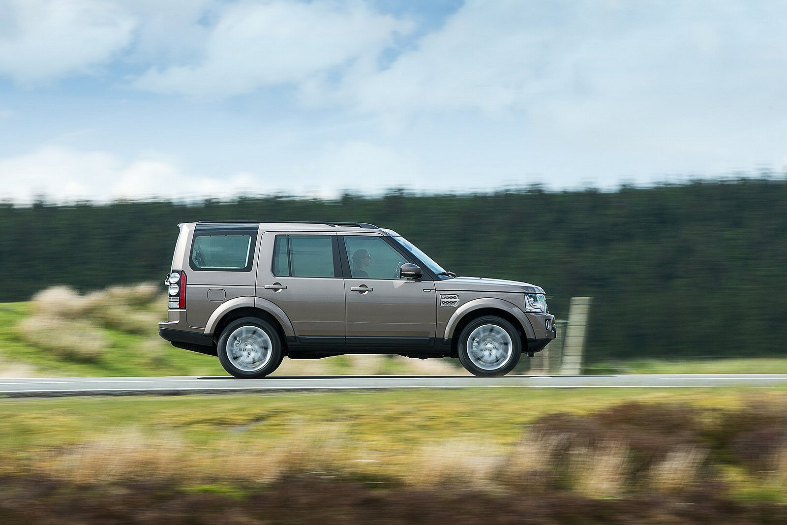 Image two of a Land Rover Discovery