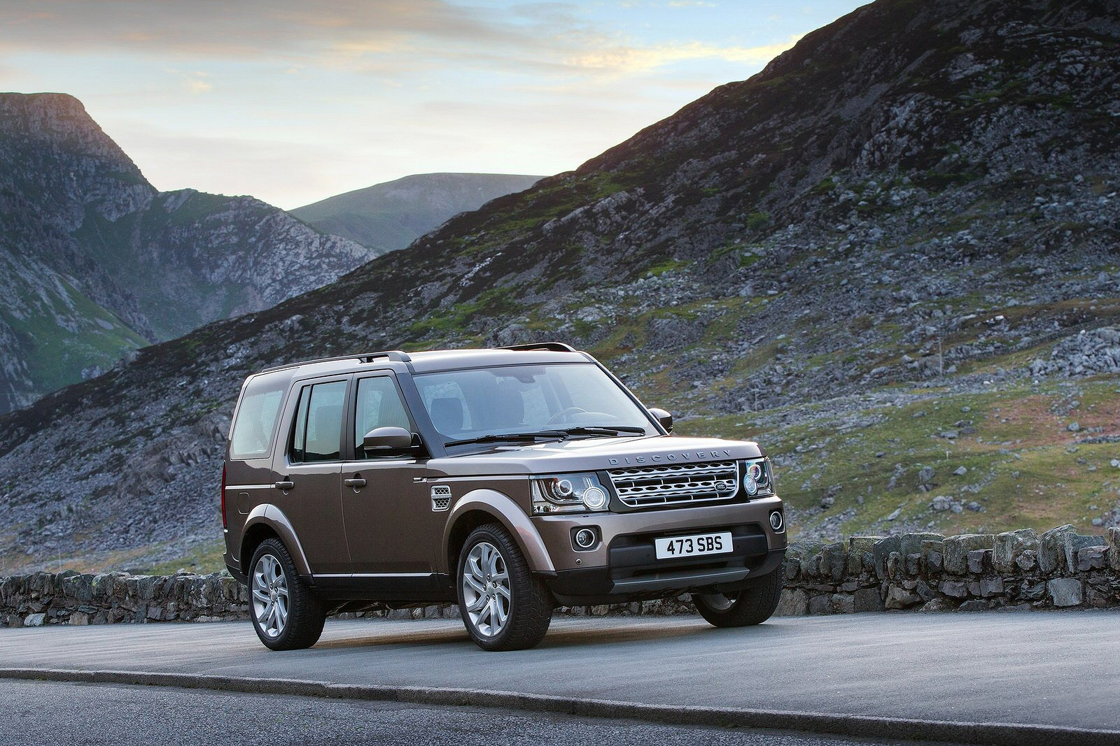 Image four of a Land Rover Discovery