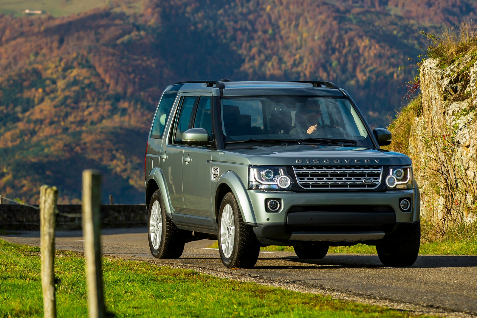 Image two of a Land Rover Discovery SDV6 HSE