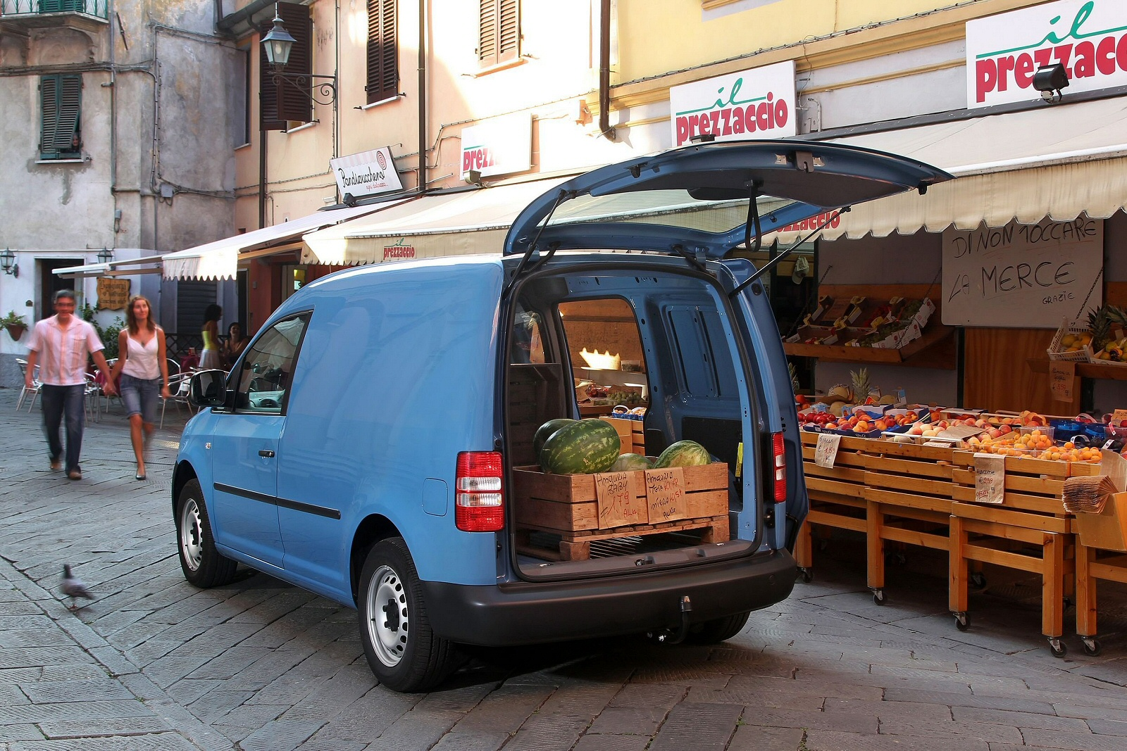 Image three of a Volkswagen Caddy Maxi Van