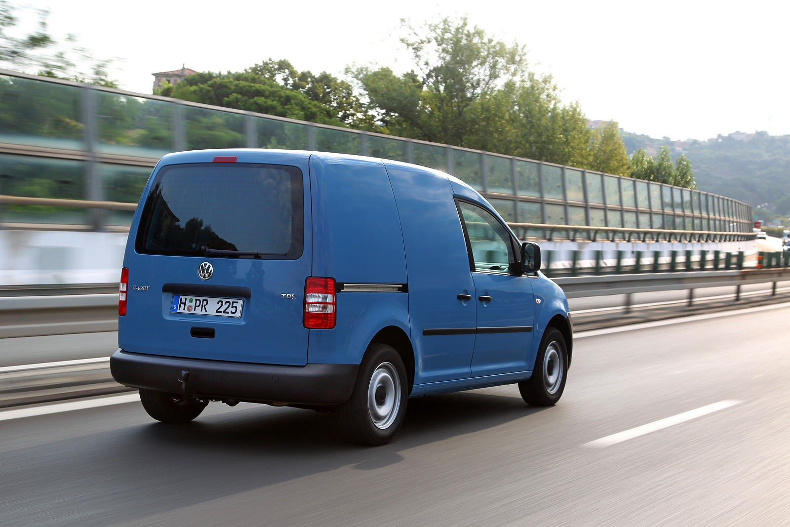 Image six of a Volkswagen Caddy Maxi Van