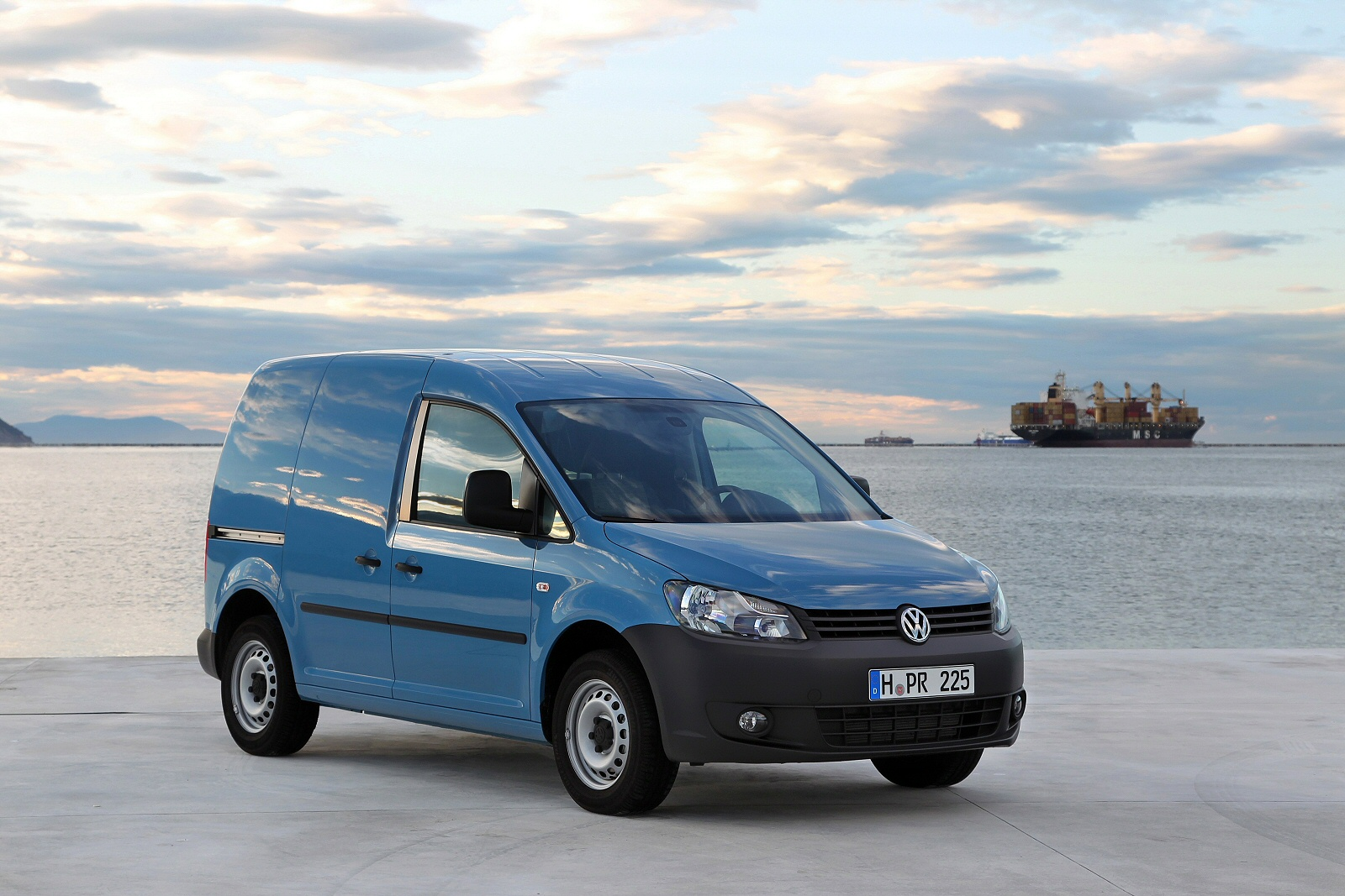 Image eight of a Volkswagen Caddy Maxi Van