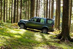 Image three of the Land Rover Discovery SDV6 HSE