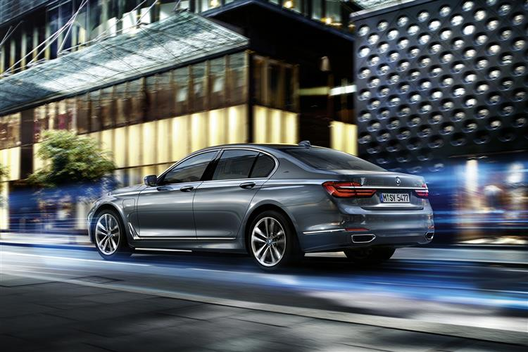 http://f2.caranddriving.com/images/new/big/bmw740e0516(2).jpg