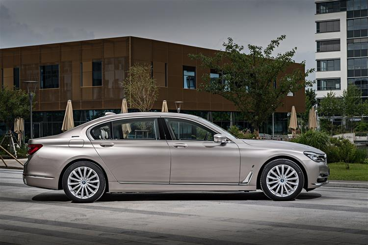 http://f2.caranddriving.com/images/new/big/bmw7series0517(2).jpg