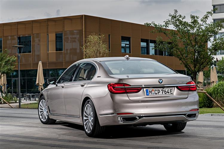 http://f2.caranddriving.com/images/new/big/bmw7series0517(3).jpg