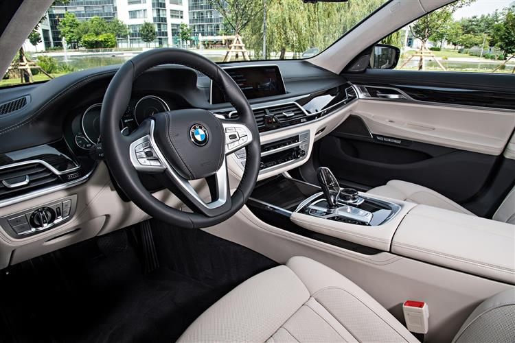 http://f2.caranddriving.com/images/new/big/bmw7series0517int(2).jpg