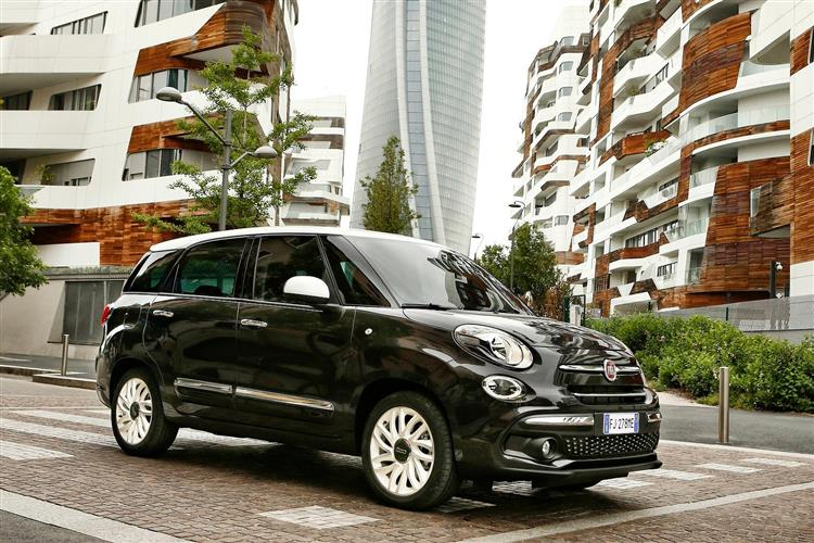 http://f2.caranddriving.com/images/new/big/fiat500lwagon0617(4).jpg