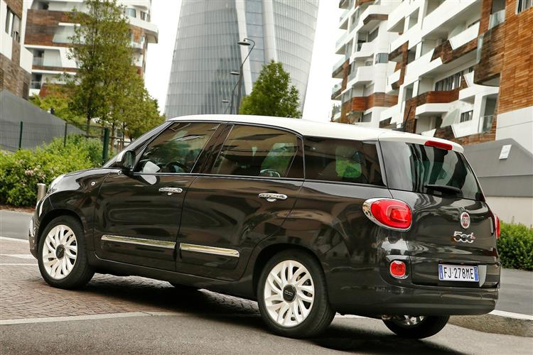 http://f2.caranddriving.com/images/new/big/fiat500lwagon0617(5).jpg