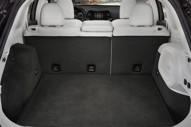 http://f2.caranddriving.com/images/new/big/jeepcherokee0118int(3).jpg