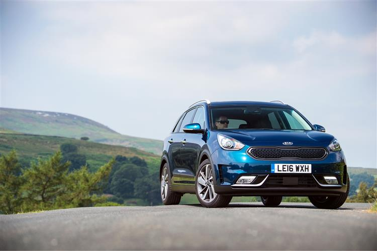 http://f2.caranddriving.com/images/new/big/kianiro0316.jpg