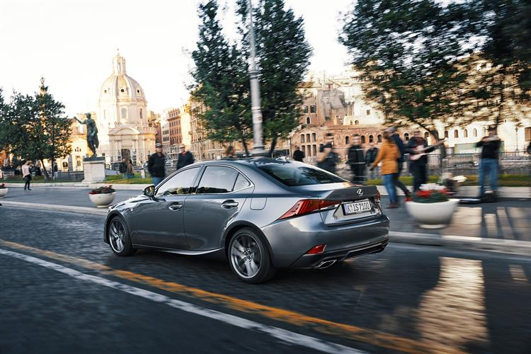 http://f2.caranddriving.com/images/new/big/lexusis0117(6).jpg