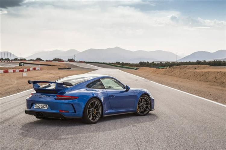 http://f2.caranddriving.com/images/new/big/porsche911gt30917(3).jpg
